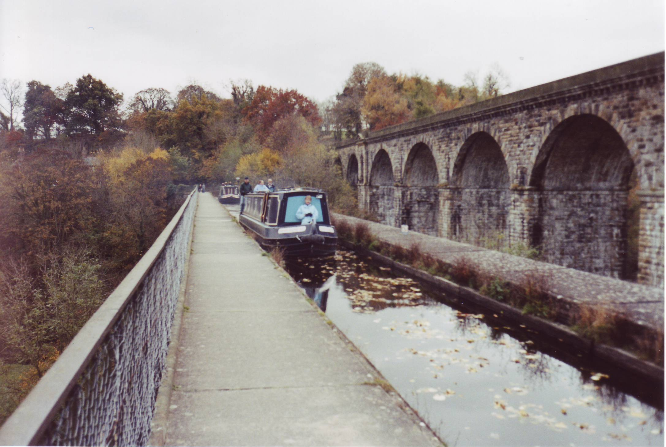 Chirk aquaduct met Narrowboat